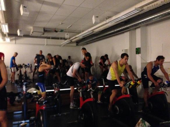 Fullt ös i spinningsalen idag. Taggade triathleter.