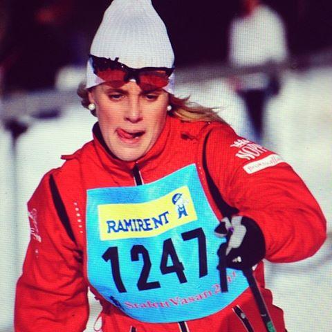 Och här är jag på Stafettvasan 2011. Sanna Halllberg körde första sträckan. Jag körde den andra mellan Mångsbodarna - Evertsberg 24 km. Åker tydligen med tungan ute. Sista sträckan avslutades med grymme Teodor Peterson!!! Vilket lag! Nu åker vissa till OS och tävlar! Ska bli otroligt spännande att följa. Och vilka dressar vi fick tävla i. Sjukt varma överdragsjackor. Men vad gör man inte för sina sponsorer :)