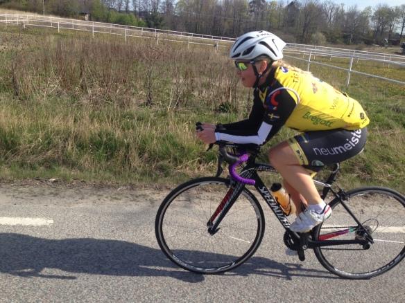 Wrooom! Jessica på cykeln.