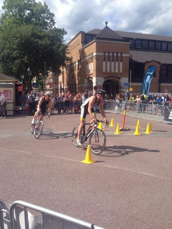 Jonas Lerneteg strax före Jonathan på cyklingen.
