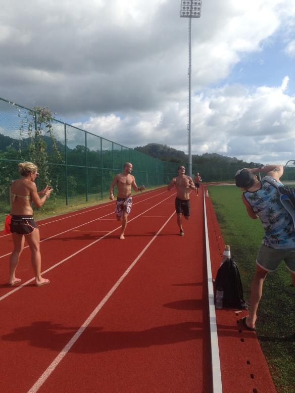 Väl hemma på hotellet blev det dags för Aqauthlonmästerskap 1 av 2!  1500m löp, 400m sim, 1000m löp!! Mr Apollo aka Daniel tog hem segern!