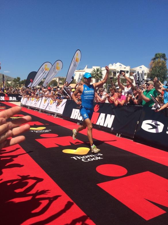 Vinnaren Andreas Dreitz på väg mot mål!