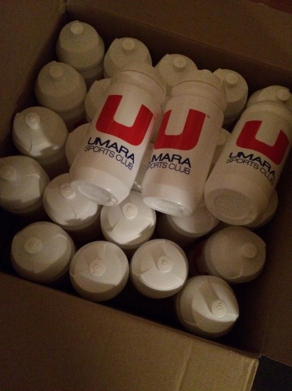 Snacka om grym leverans!!! UMARA skickade upp gäng vattenflaskor och massa UMARA SPORT som skall användas på några jobbevent framöver. Me lajk!