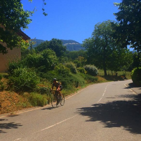 Efter några veckor hemma med massa jobbande och tränande bestämde jag mig för att packa ner cykeln och dra iväg till Schweiz/Frankrike och hälsa på släkten och träna!